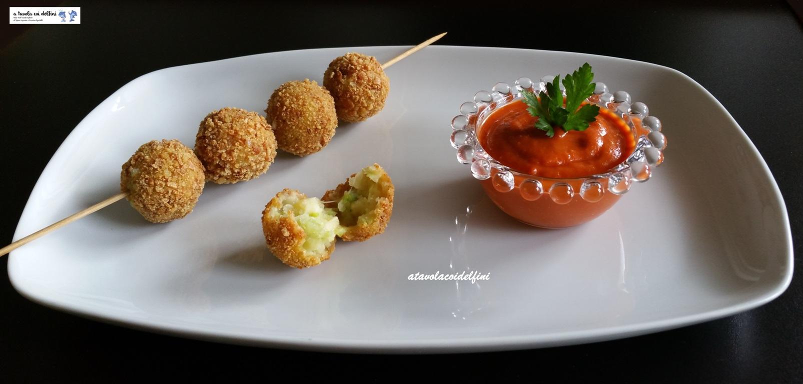 Crocchette di verza, patate e casera con salsa al pomodoro piccante