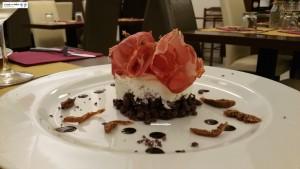 Cheesecake con tarallini, capocollo e fichi