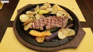 Tagliata con patate e verdure grigliate