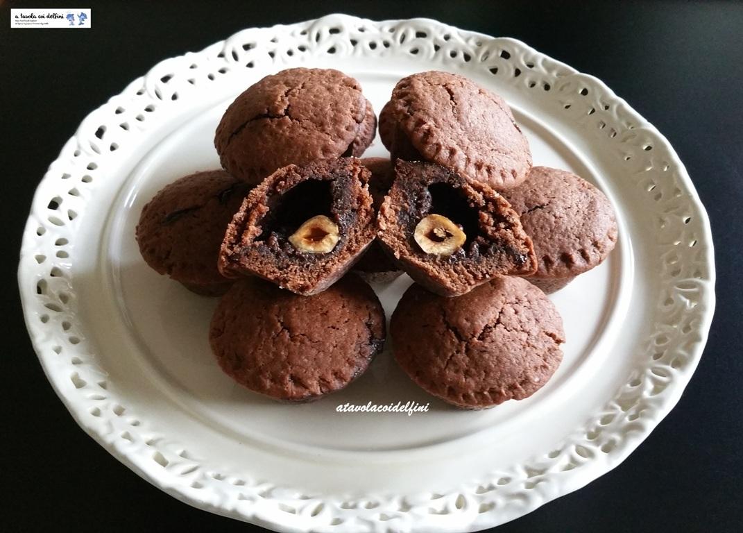 Tortine al cacao e farina di castagne con liquore al cioccolato e nocciole