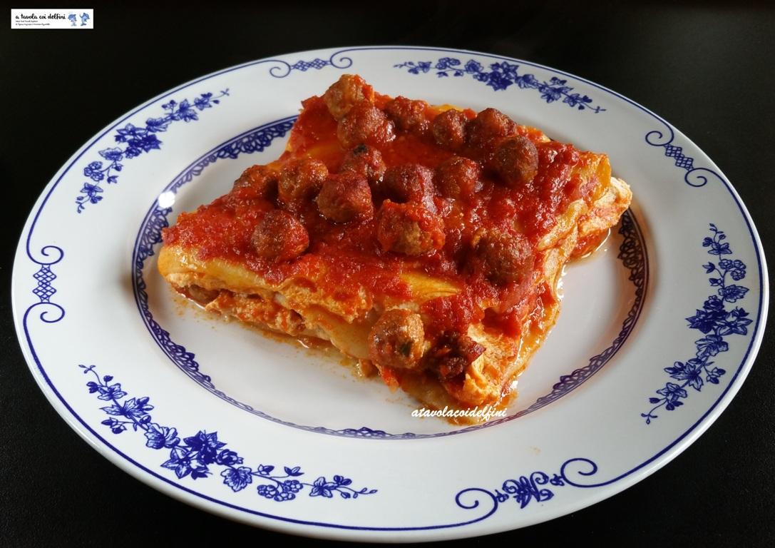 Lasagne alla ricotta con sugo di pomodori e polpettine
