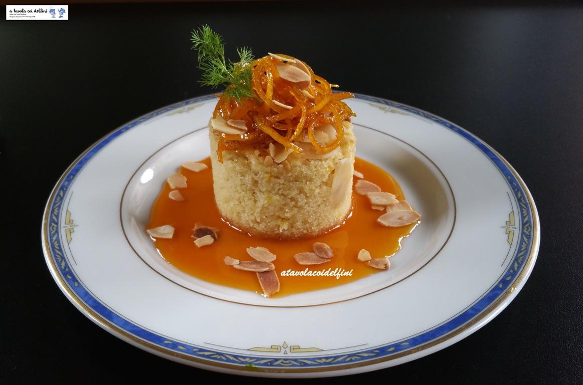 Soffice di ricotta agli agrumi su salsa all'arancia e mandorle