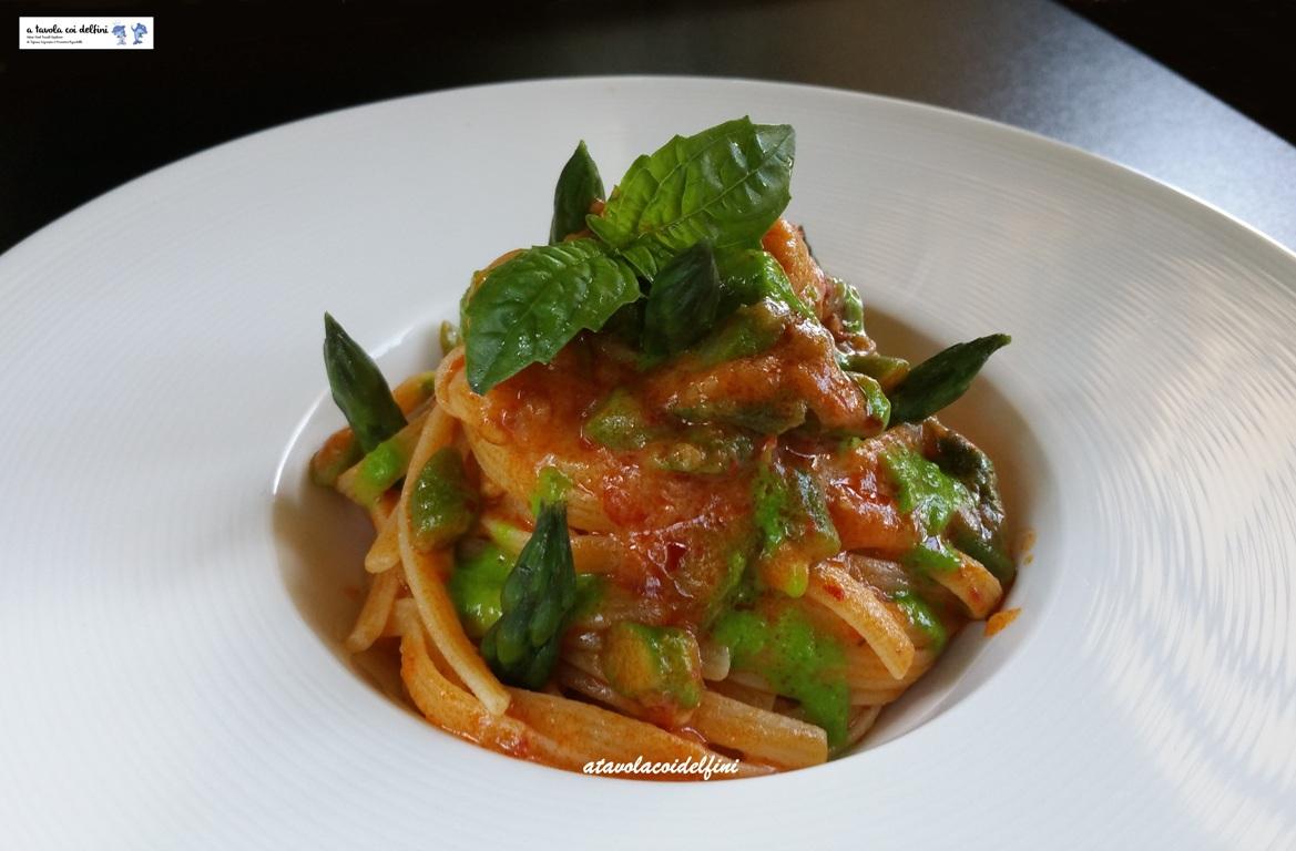 Trenette alla 'nduja, asparagi e crema di basilico