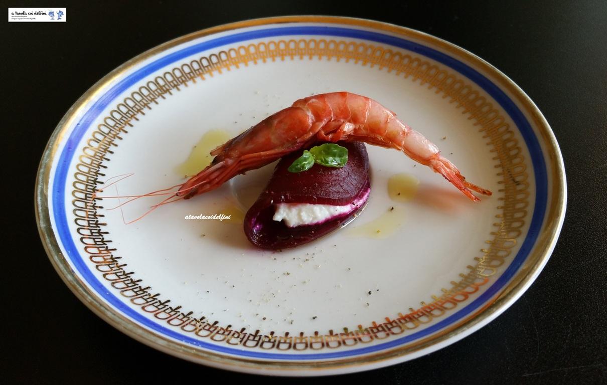 Raviolo di barbabietola ripieno di ricotta al lime e gambero rosso