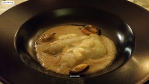 pesce San Pietro su vellutata di cozze e crema al Montasio