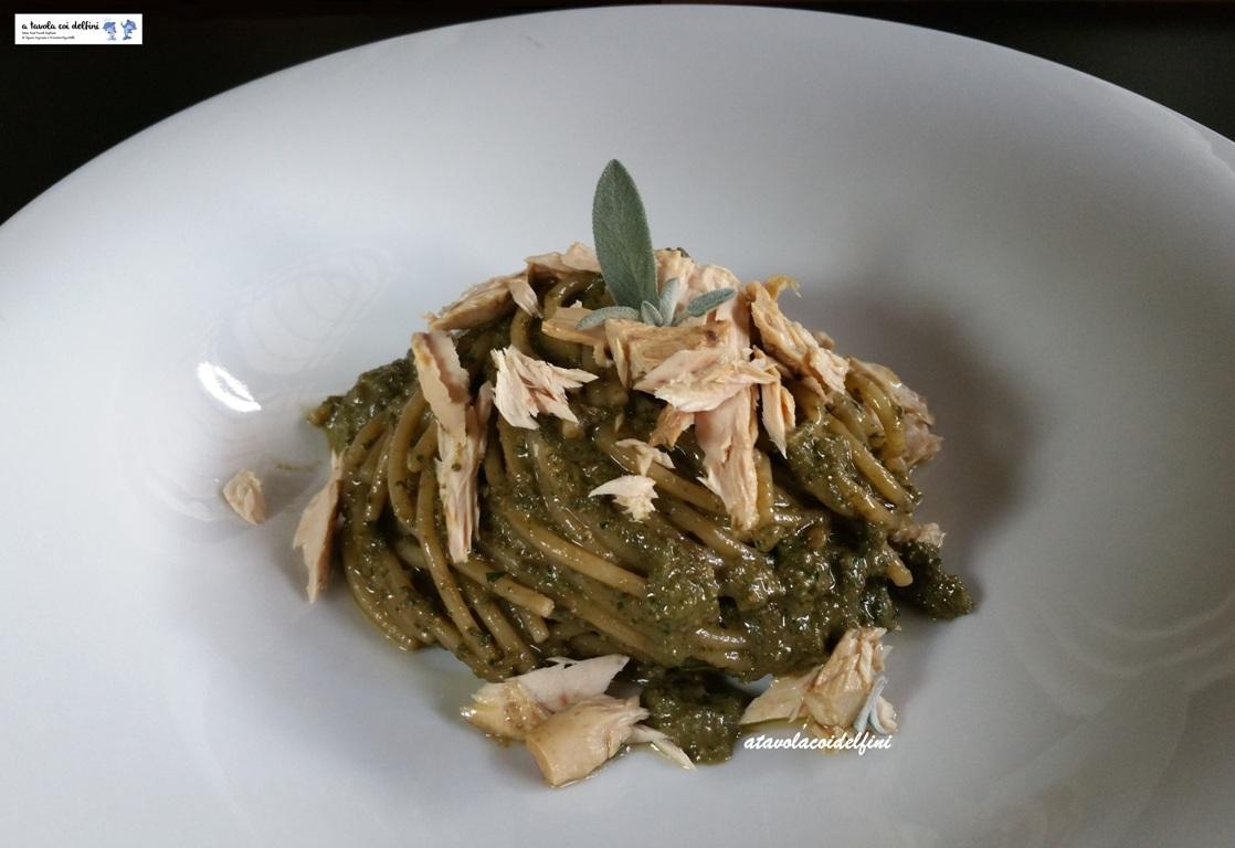 Spaghettoni al pesto di salvia e palamita sott'olio