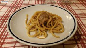 Bigoli in salsa di acciughe e cipolle