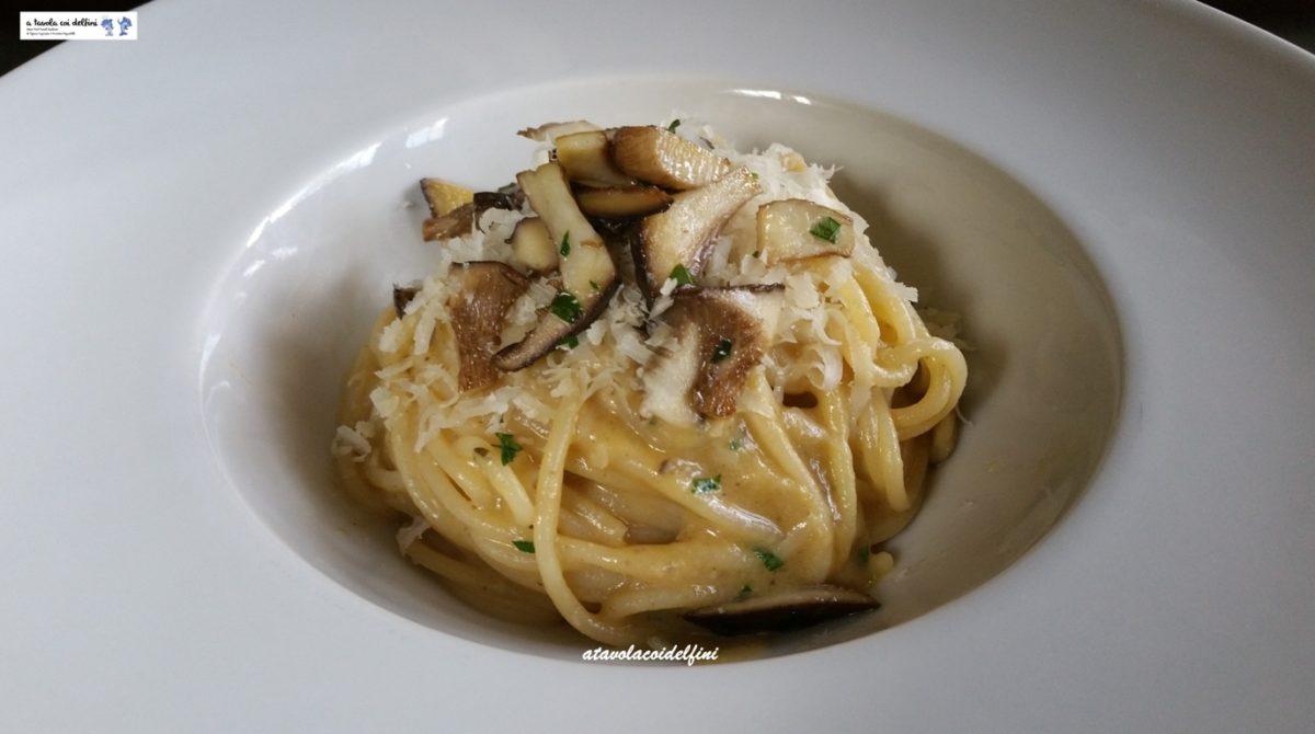 Spaghetti alla crema di funghi cardoncelli e caciocavallo