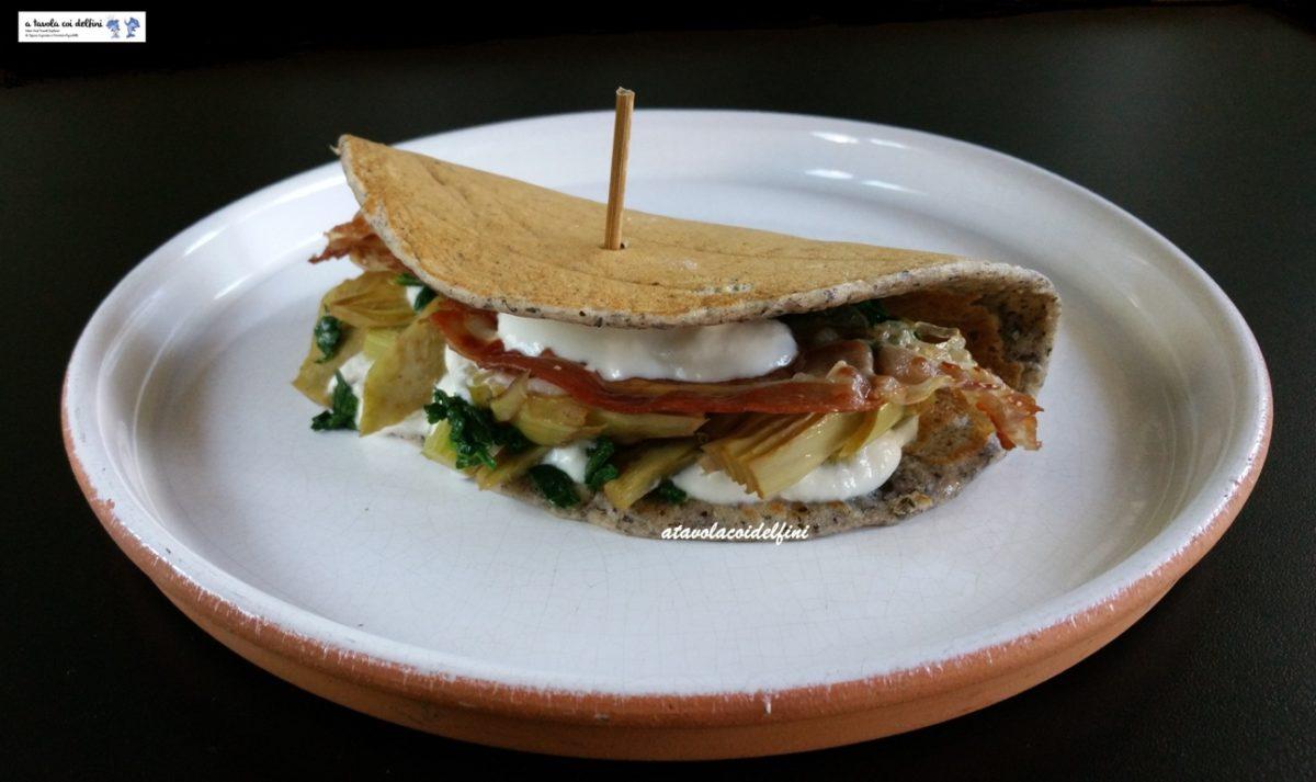 Pancake di grano saraceno con carciofi, spinaci, pancetta e fonduta di pecorino