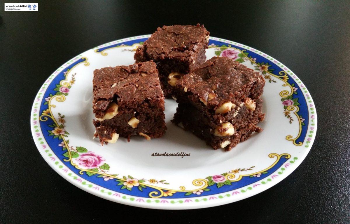 Cubotti al cioccolato, nocciole e mandorle