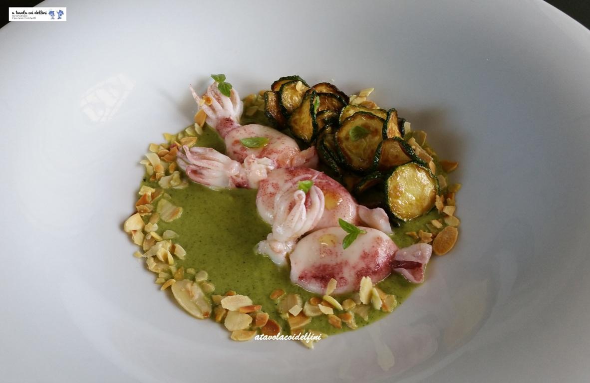 Totani scottati con zucchine alla poverella su crema di zucchine al basilico e mandorle tostate