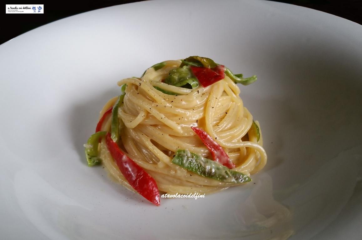 Spaghetti ai peperoni friggitelli mantecati al gorgonzola e mascarpone