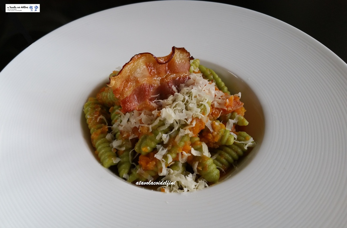 Cavatelli rigati al sedano con ragù di verdure, pancetta e pecorino