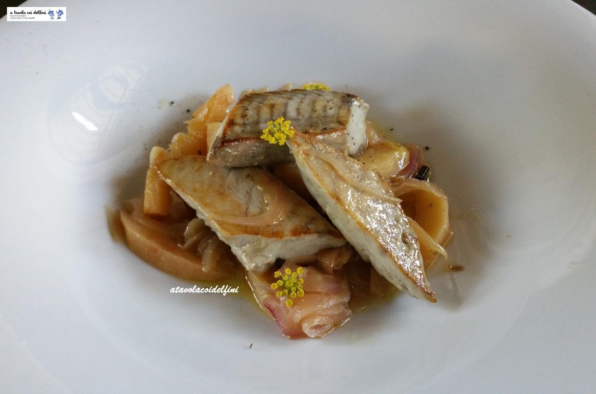 Filetti di tonno con mele cotogne e cipolla rossa
