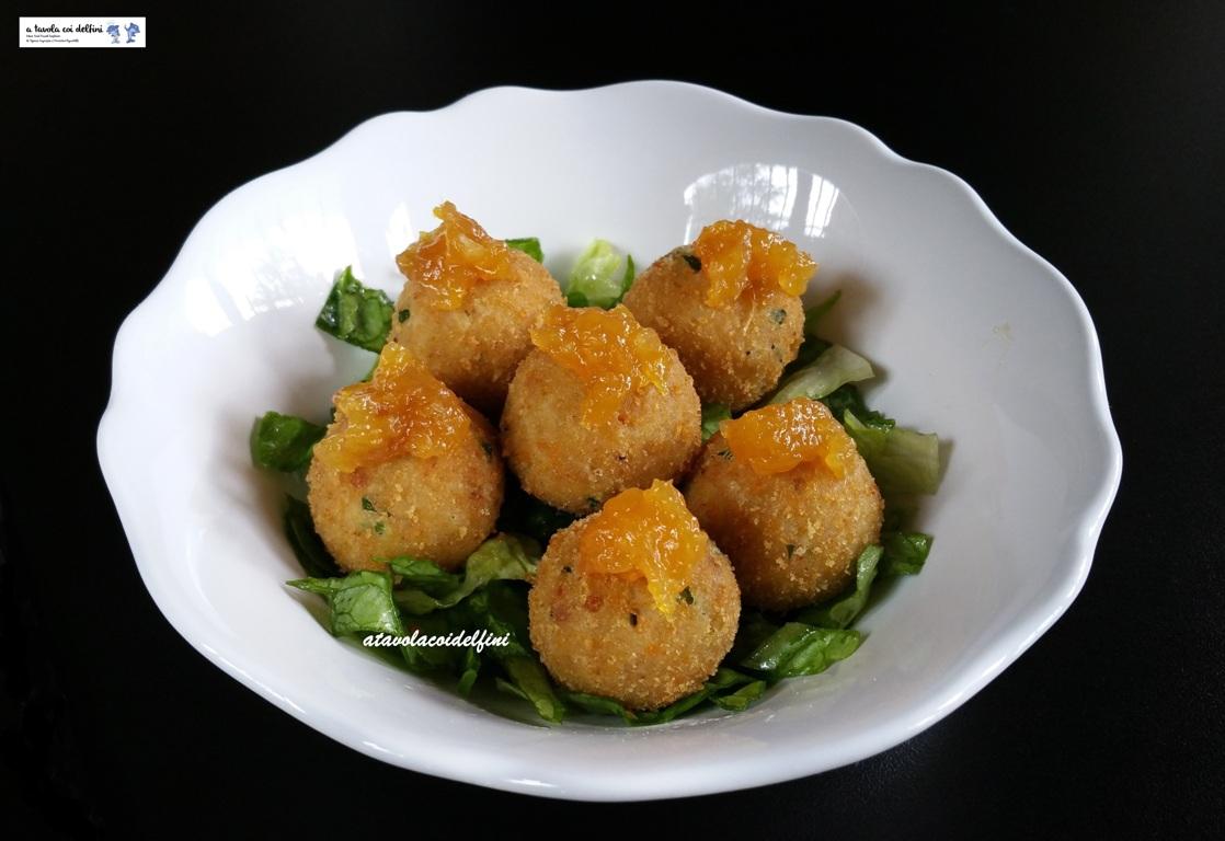 Polpette di tonno con marmellata di arance al peperoncino su lattughino croccante